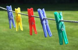 Wäscheklammern an der Leine